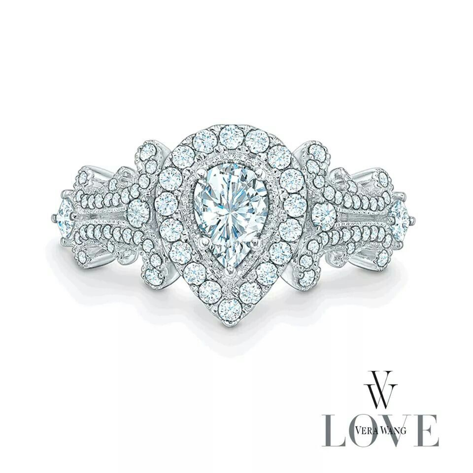 Holy moly what a gorgeous ring =''O so unique and beautiful (/.\)