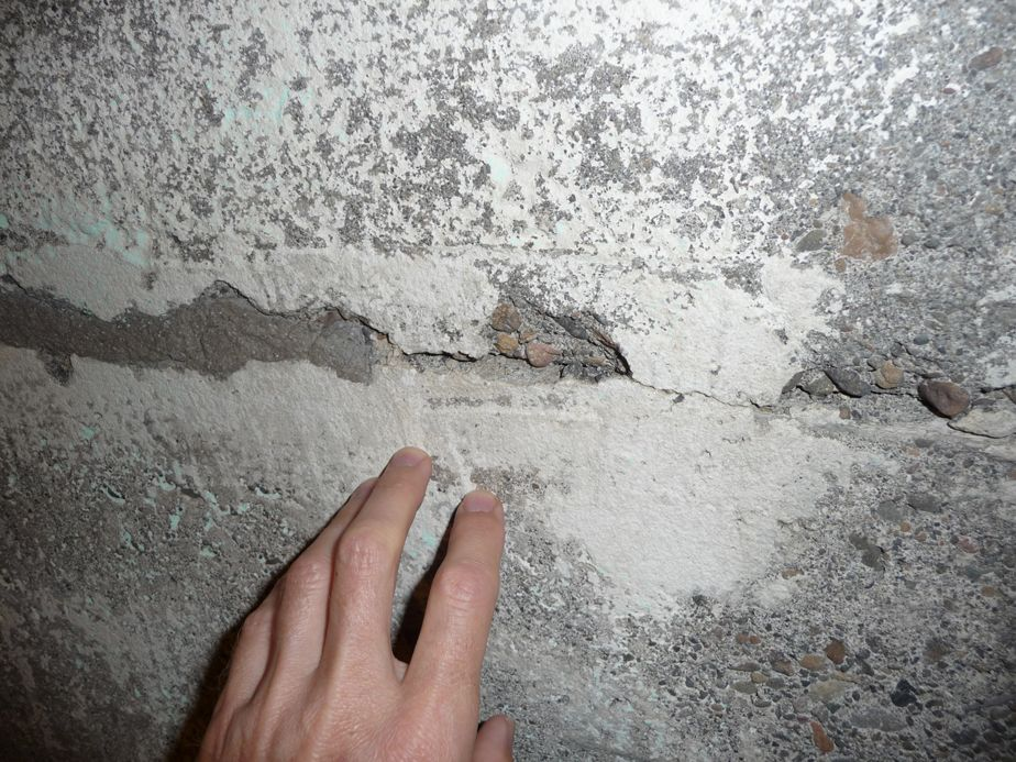 Horizontal Cracks Along The Midpoint Of The Wall Are Subjected To