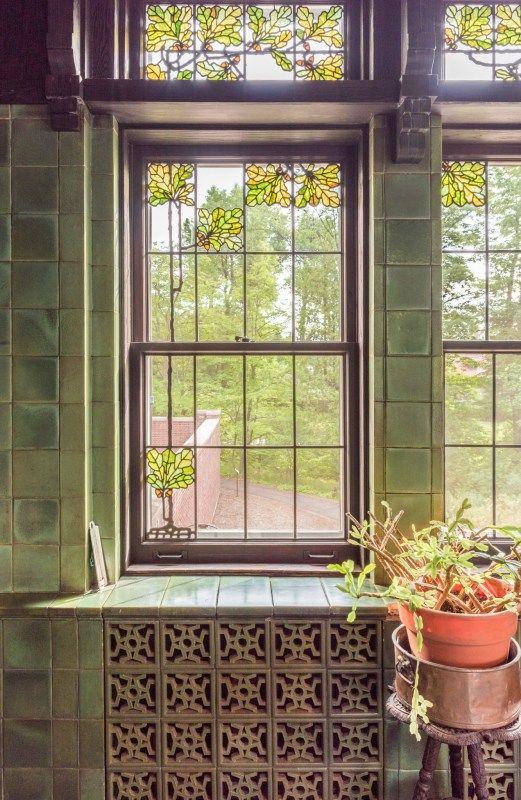 Glensheen Breakfast Room Acorn And Oak Leaf Stained Gl Window Rookwood Tile Walls