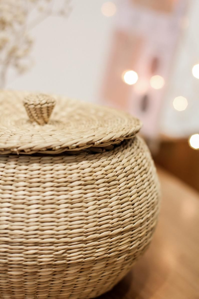 Braided Handwoven Natural Round Ball Jar Holder With Lid Natural Weave Wicker Seagrass Container Handicraft Vintage Jar Bathroom Kitchen Co Hinh ảnh