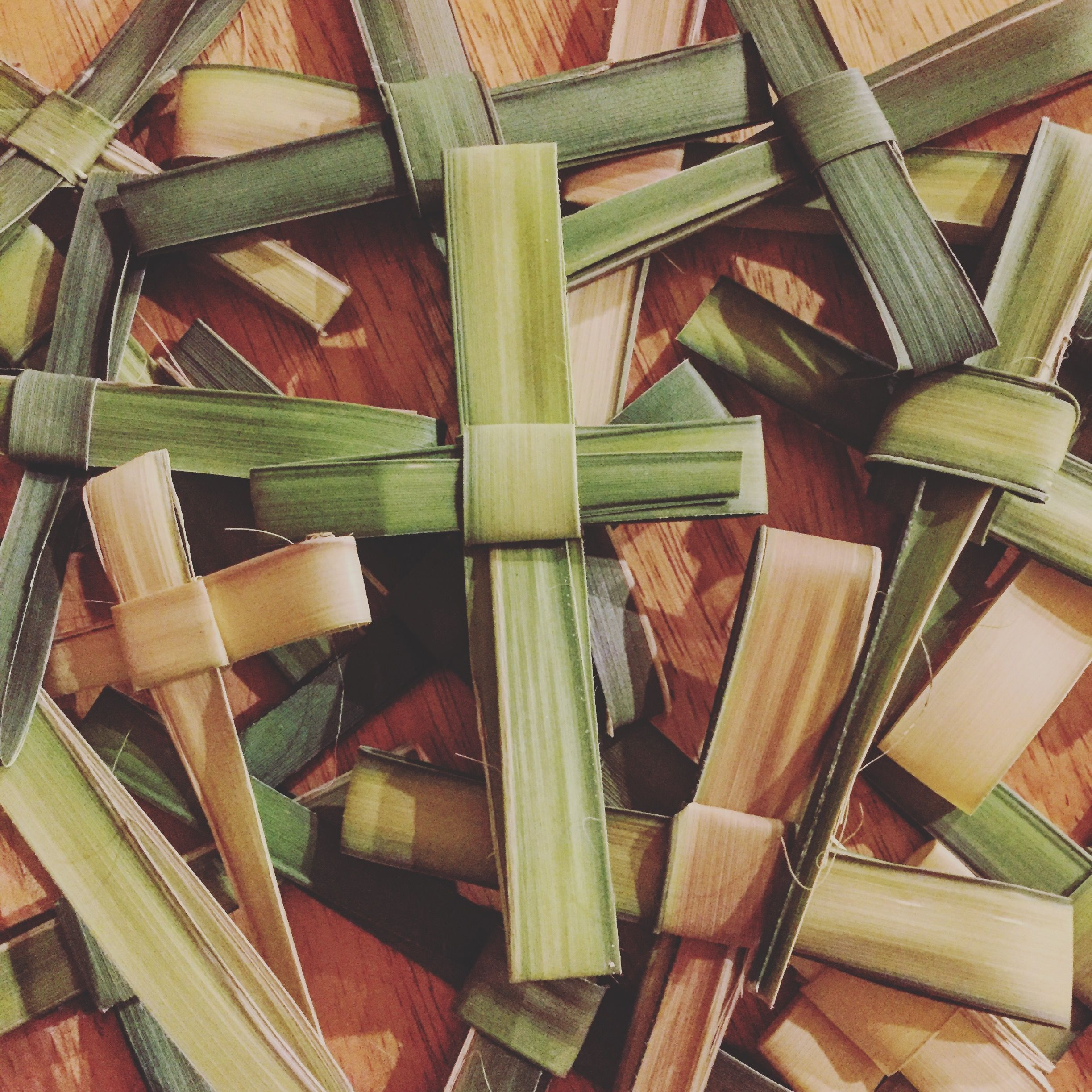 Click here to learn how to makea simple palm cross have
