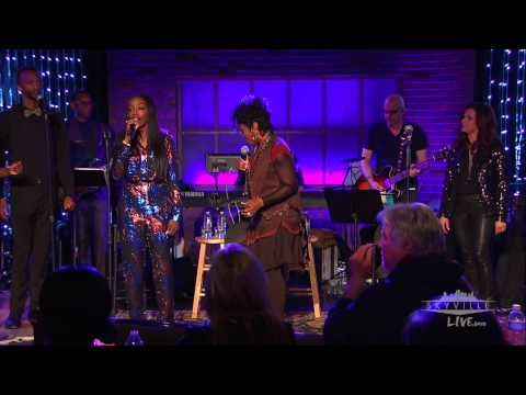 End Of The Road By Gladys Knight Martina Mcbride Estelle On Skyville Live Gladys Knight Martina Mcbride Types Of Music