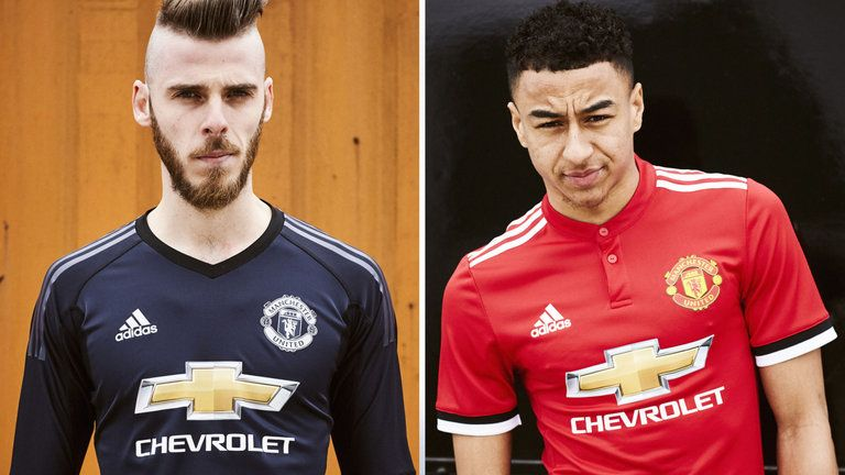 buy popular 2f804 4103b David de Gea and Lingard pictured in their new United shirts ...