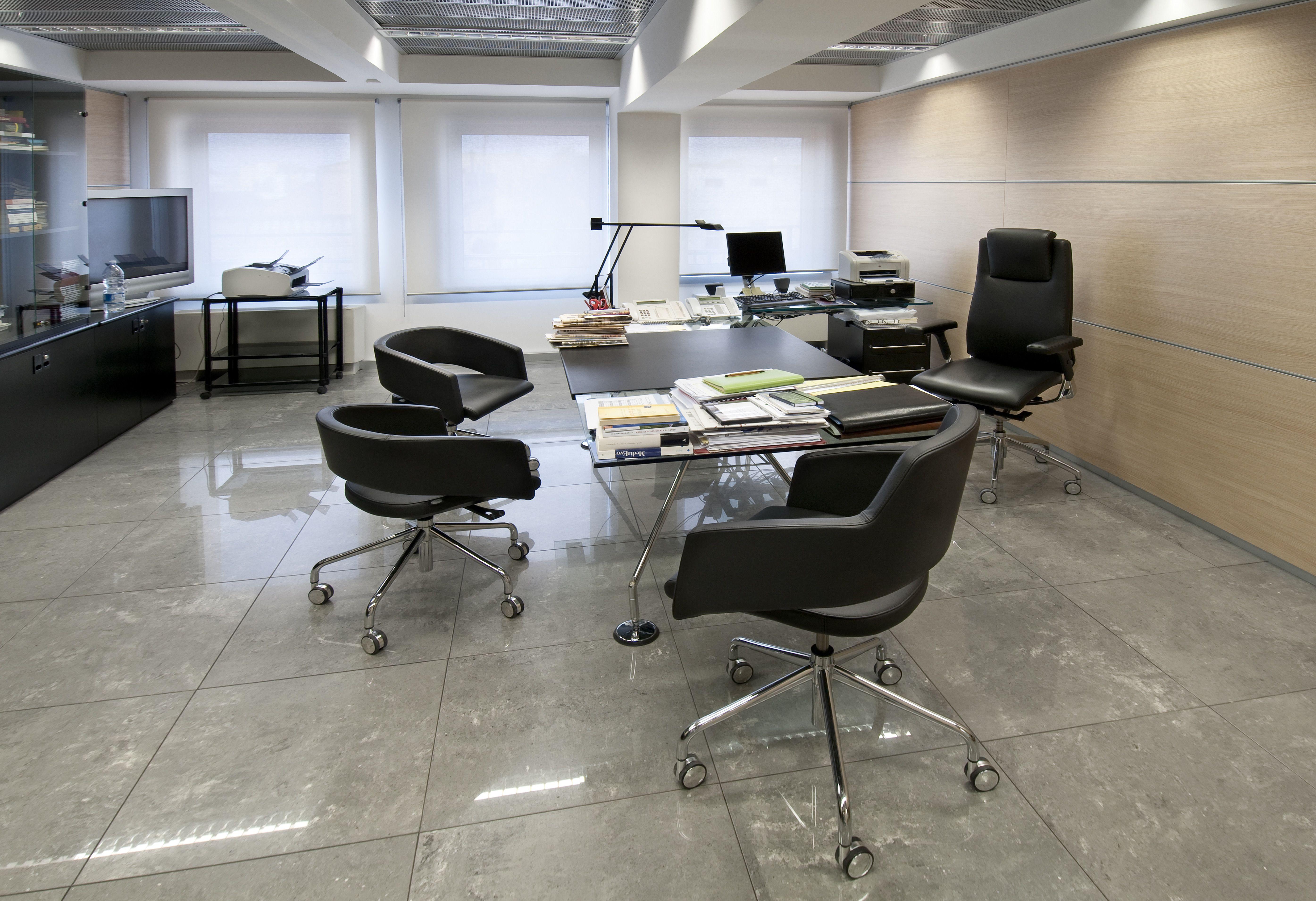CORRIERE DELLO SPORT. Roma Major & Black or White chairs