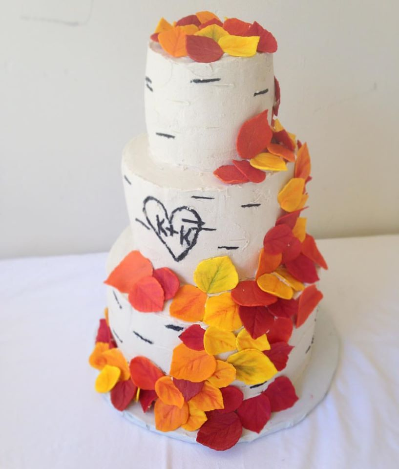 On a #beautiful #September #afternoon, a #wedding was #celebrated with this #aspen #tree #weddingcake.  #sugar #fall colored aspen #leaves #decorate this #cake. #fallleaves #fallwedding #aspentree