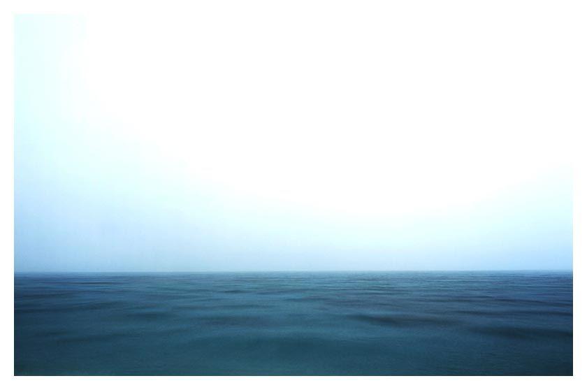 Existe uma mensagem oculta nas fotografias de Bernhard Quade. A visão de um mundo ideal e transformado pelas lentes da câmera, assim como a maneira com que o homem transforma a natureza e é assim, transformado por ela. Belo trabalho. Disponível com exclusividade na Chroma.