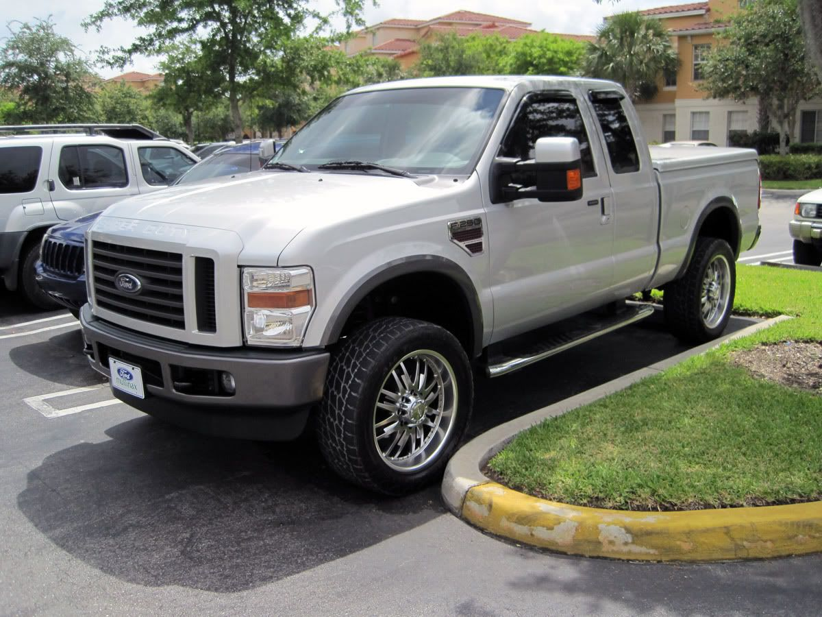 F250 Supercab short bed with hard cover. So tidy and
