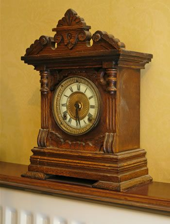 Lovely Antique Shelf Clock Antique Clock1 Jpg 350 461 Pixels Antique Mantel Clocks Antique Clocks Old Fashioned Clock