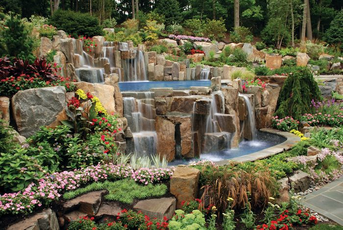 garten gestalten, großer wasserfall aus natursteinen im - garten mit natursteinen gestalten