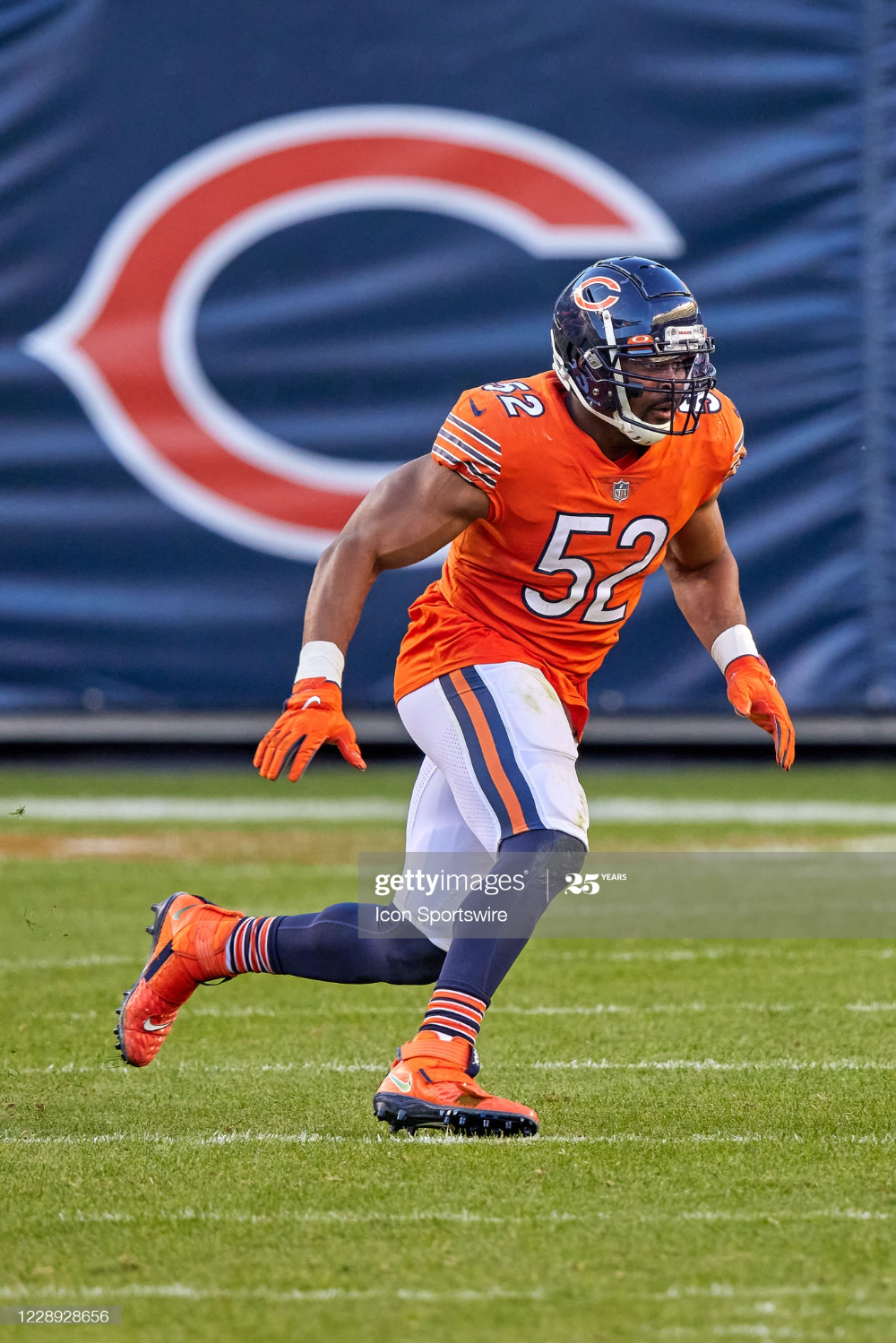 Chicago Bears Linebacker Khalil Mack In Game Action During A Nfl Game Chicago Bears Chicago Bears Football Chicago Bears Pictures
