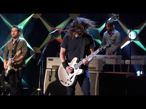 Foo Fighters Rock 'Ellen' + Dave Grohl Chats About Parenting