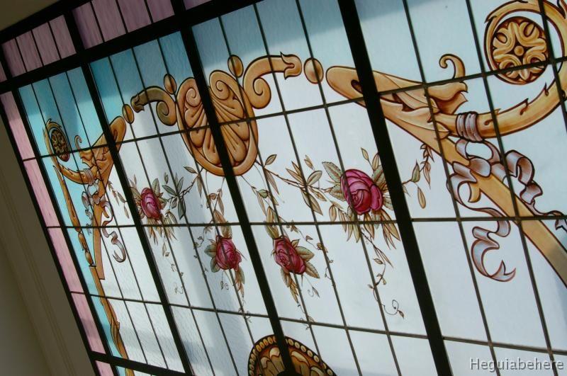 k-detalle Detalle - Vitraux pintado con flores y accesorios ornamentales clásicos - diseñado y realizado en 2011- Buenos Aires.