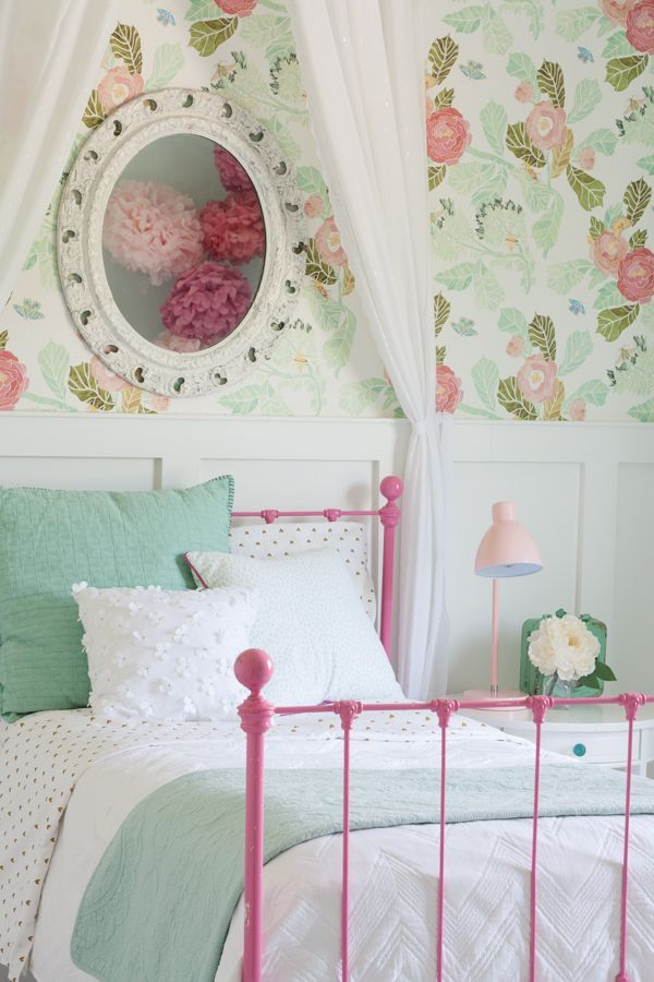 Pink and aqua room decor