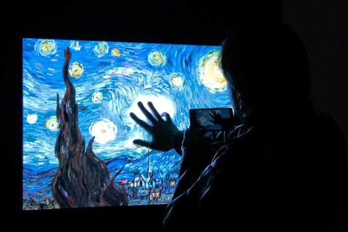 Tecnologia encontra a arte no Festival Internacional de Linguagem Eletrônica.  A exposição envolvendo o mundo da tecnologia e a cultura brasileira contemporânea