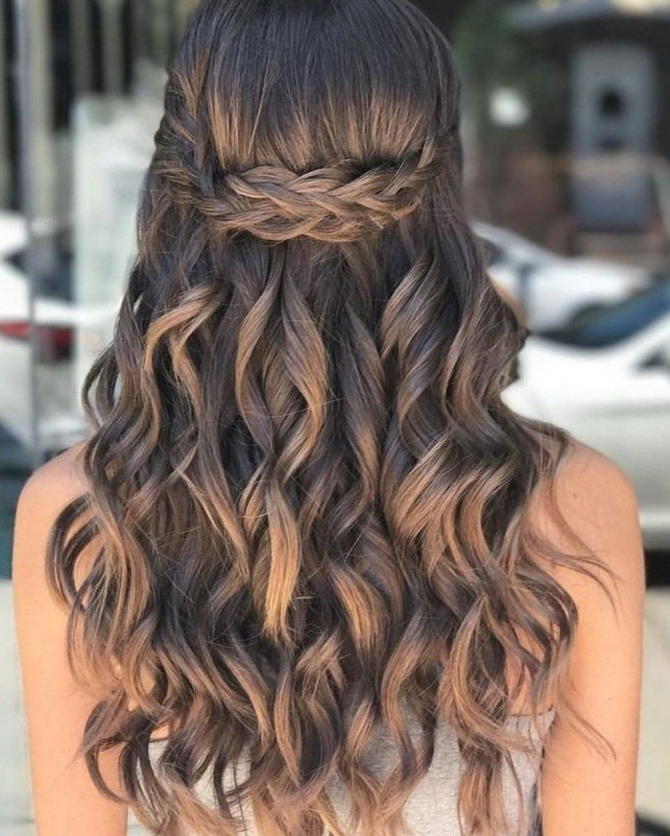 40 Pretty Prom Hairstyle Ideas For Curly Long Hair Curly Hair Hairstyle Ideas Long Pretty P In 2020 Simple Prom Hair Curls For Long Hair Curly Hair Styles