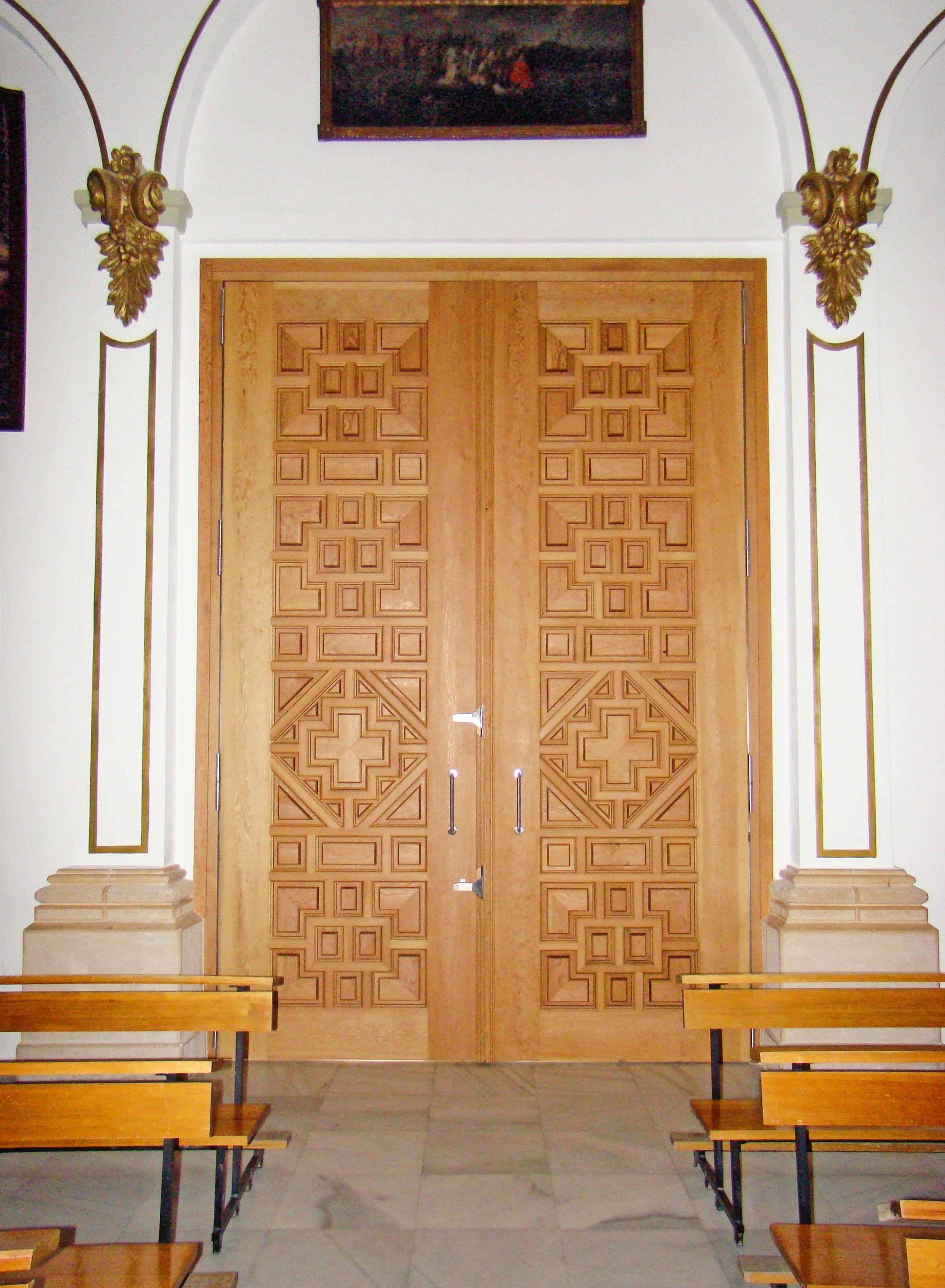 Puerta De Iglesia Puertas De Madera Ventanas De Madera Madera