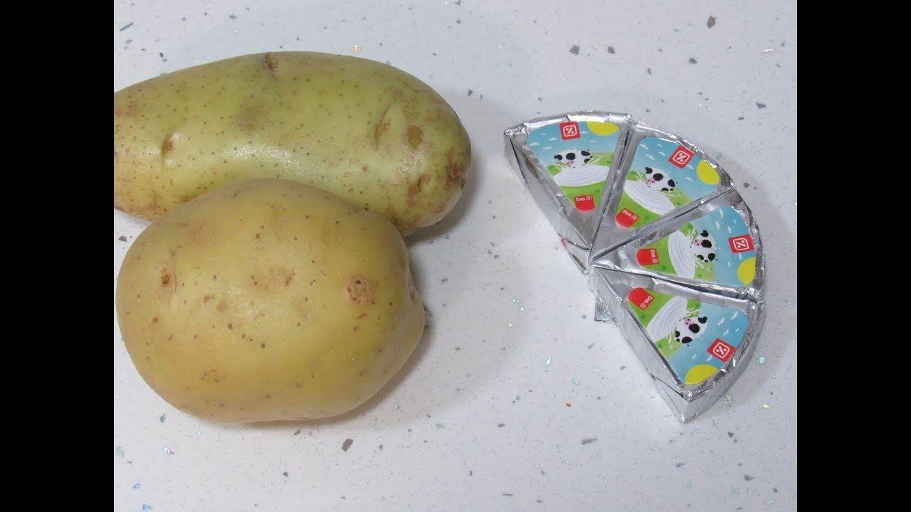 عندك 2 حبات بطاطا وجبن في 10 دقائق حضري الذ طبق بطاطا بصلصة الجبن Food Breakfast Vegetables