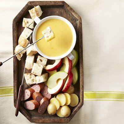 Cheddar-Beer Fondue.  #fondue #cheddar #beer