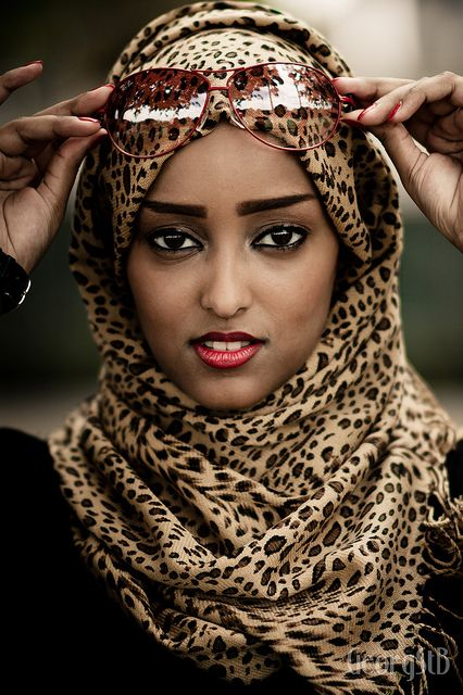 22a8c36f4ec02 Love this Leopard print hijab...matched up with red jeans and a black  tunic.  -)