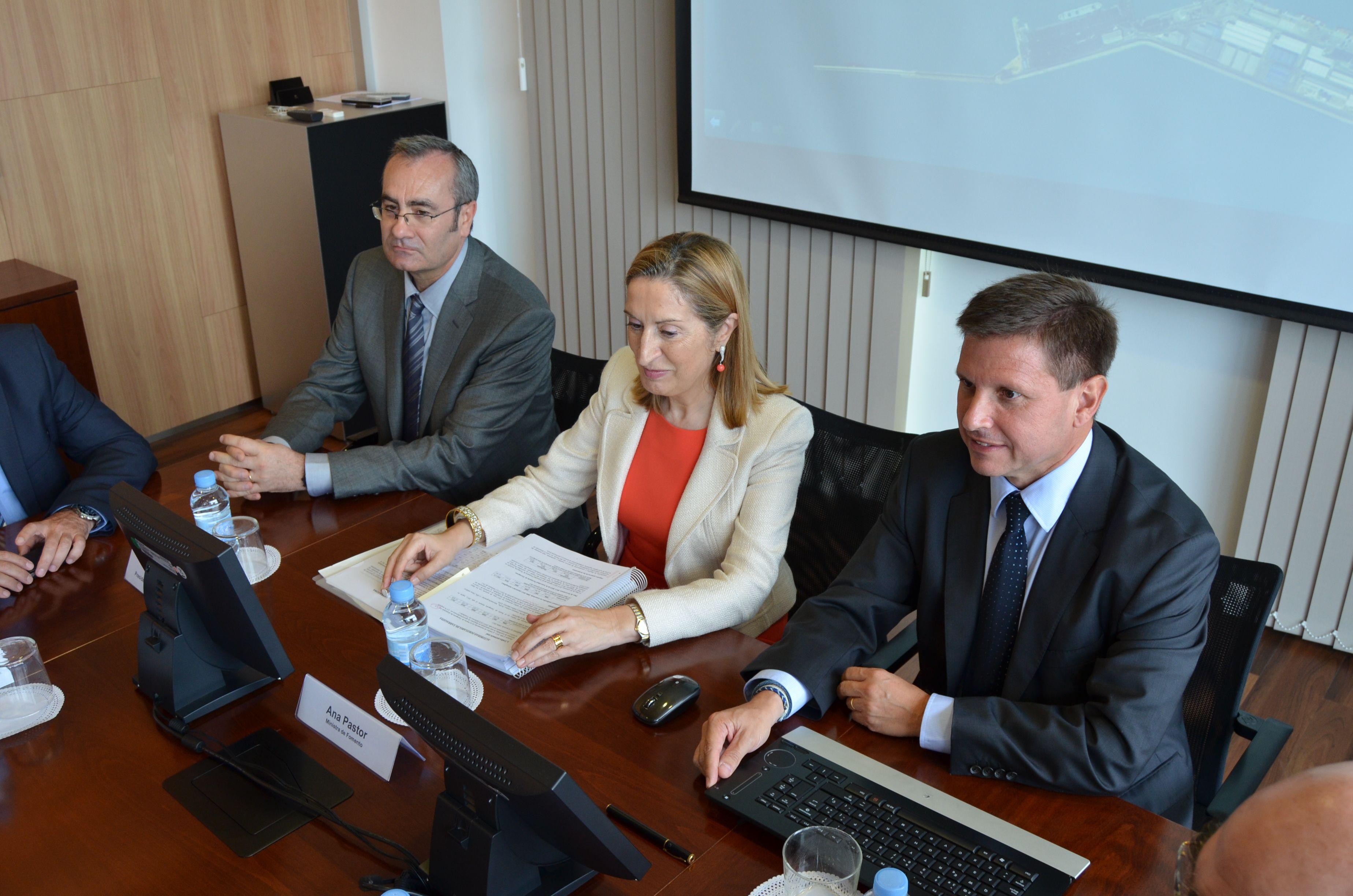 Foment promet la connexió ferroviària del tercer fil per al 2015