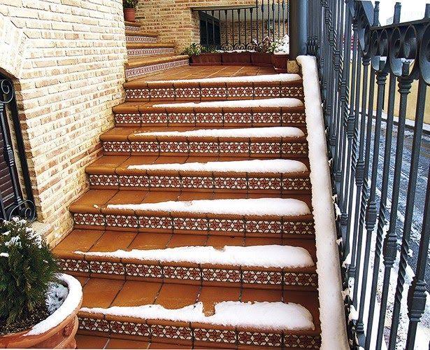 Escalera rodamanto nieve cer mica para exteriores y - Ceramica para exterior ...
