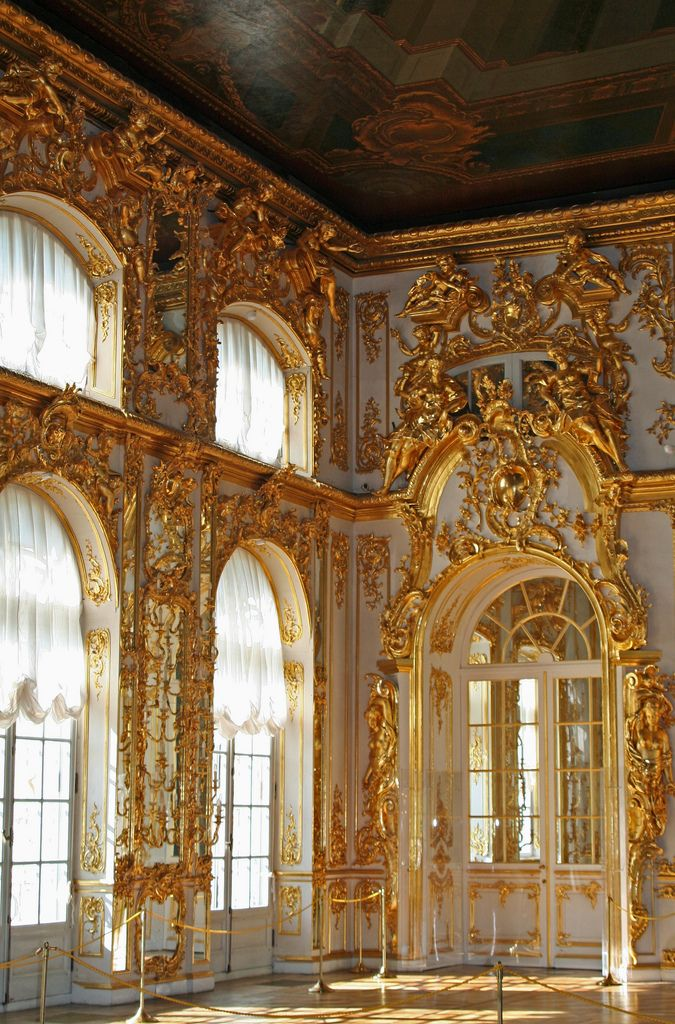Baroque interior at the grand palace peterhof st for Interieur baroque