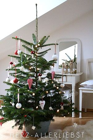 decorating funeral home interiors how to decorate christmas tree with mesh decorated christmas garland ideas for small living spaces traditional christmas - Real Christmas Tree Decorated