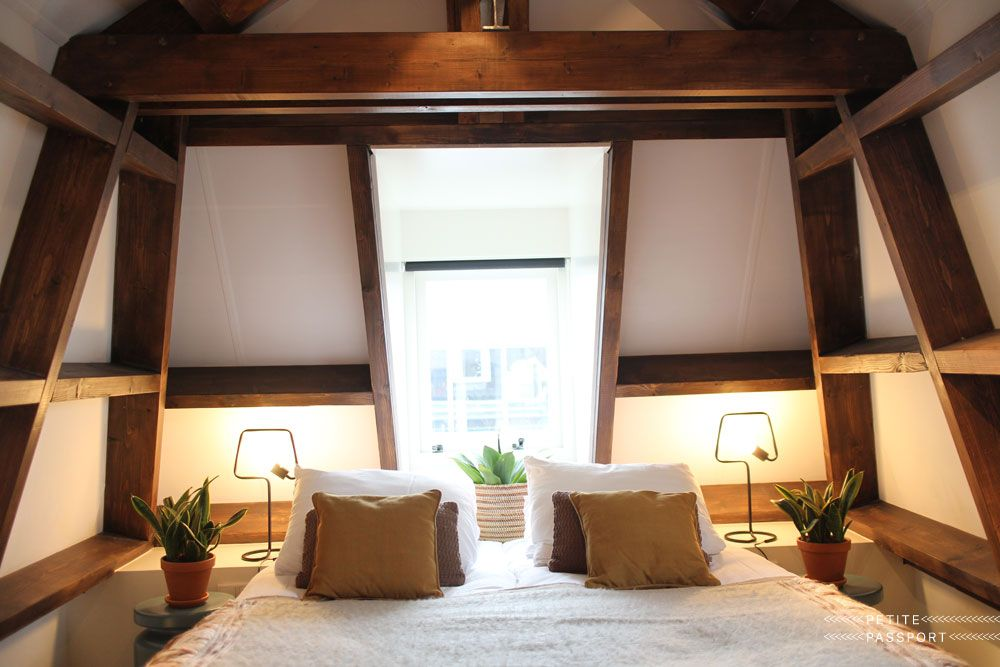 Hotel Dwars Amsterdam : Skylight in master bedroom and bedroom with skylight in hotel