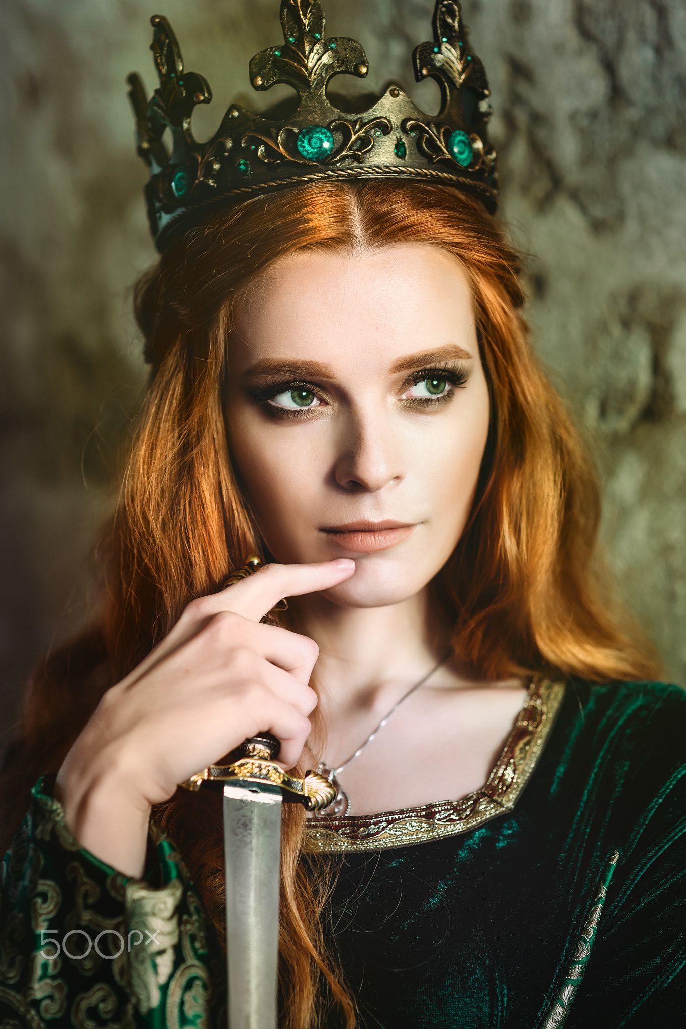 Woman In Green Medieval Dress Portrait Of A Beautiful Red Haired Woman In Green Medieval Dress Green Medieval Dress Fantasy Queen Medieval Princess [ 2048 x 1365 Pixel ]