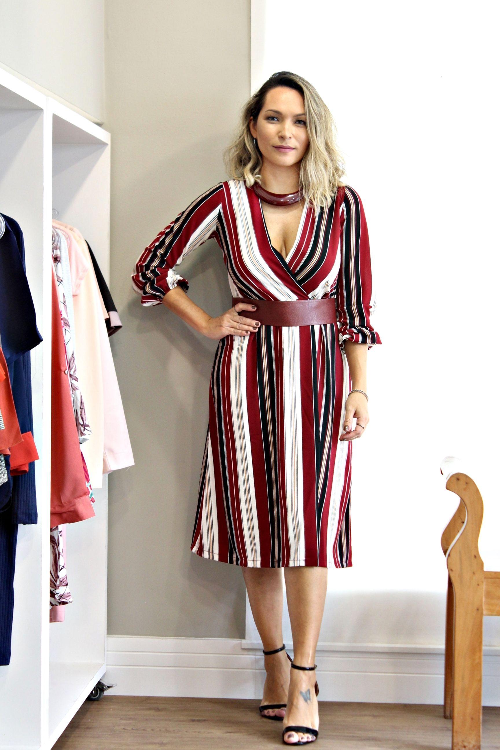 6201af75284b Olha esse vestido em crepe transpassado que arraso!!! 👏😍💥 . R$259,00 - P  M G . Colar R$66,00 . Faixa em couro R$76,00 - Diversas cores