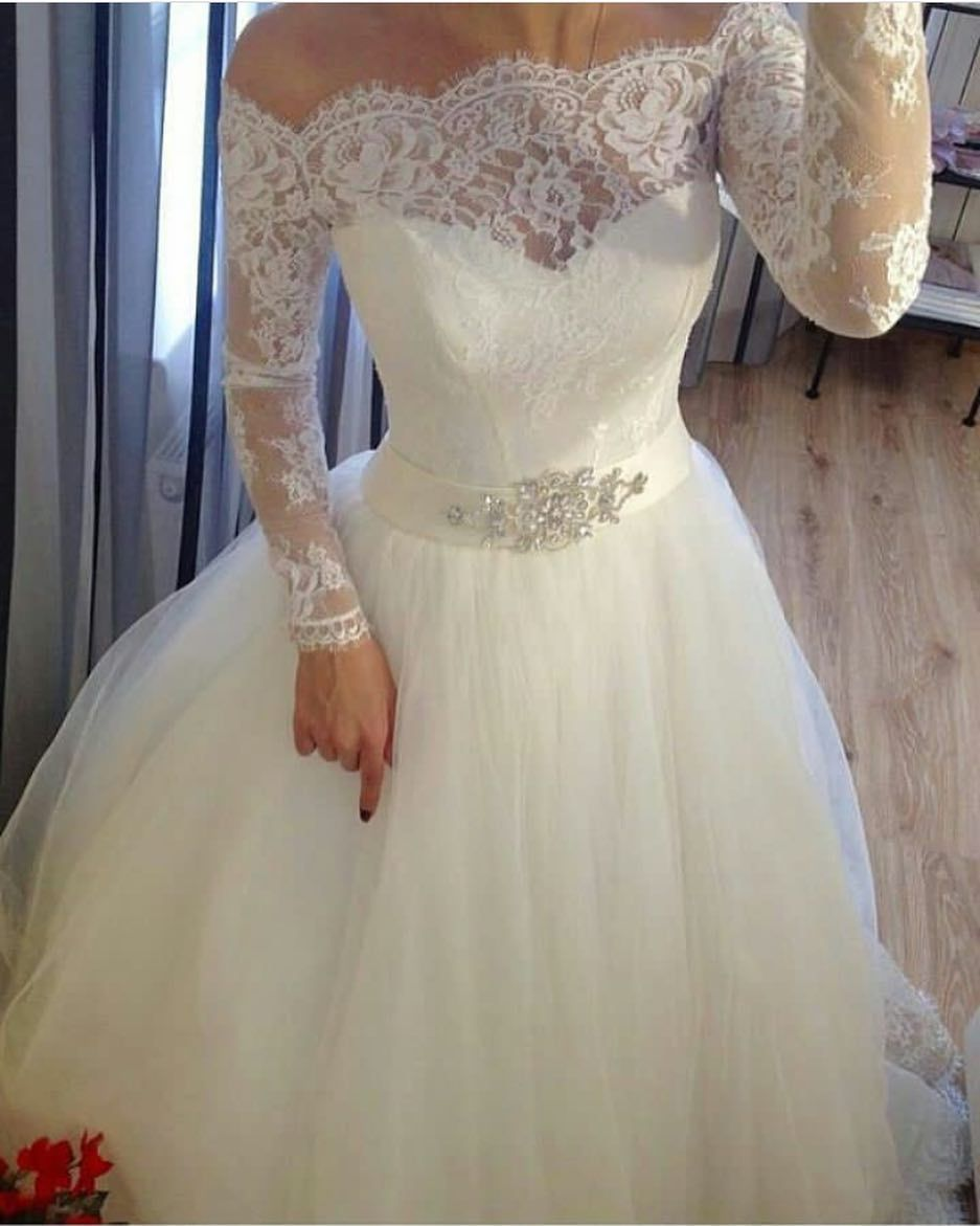 Fluffy tulle off shoulder bridal wedding dresses with wedding