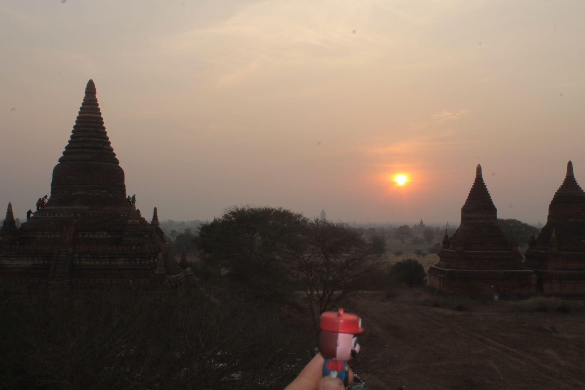 disfrutando del amanecer en Bagan