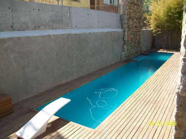 7 claves de dise o para piscinas peque as piscinas para for Decoracion de patios con piscina