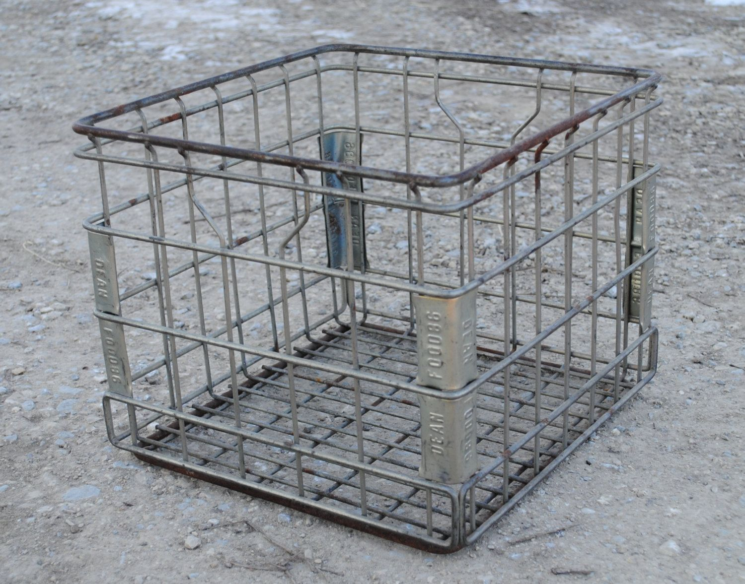 High Quality Vintage Metal Milk Crate Basket   Vintage Wire Metal Storage Basket  Industrial Metal Storage Crate.