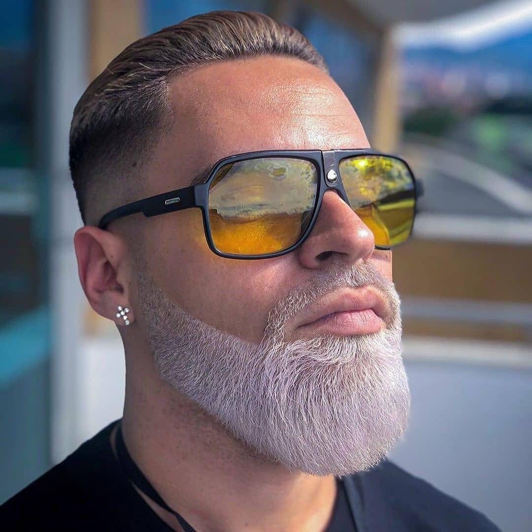 Steht ihm der weiße Bart oder nicht?🧔🏽 Schreib es in die