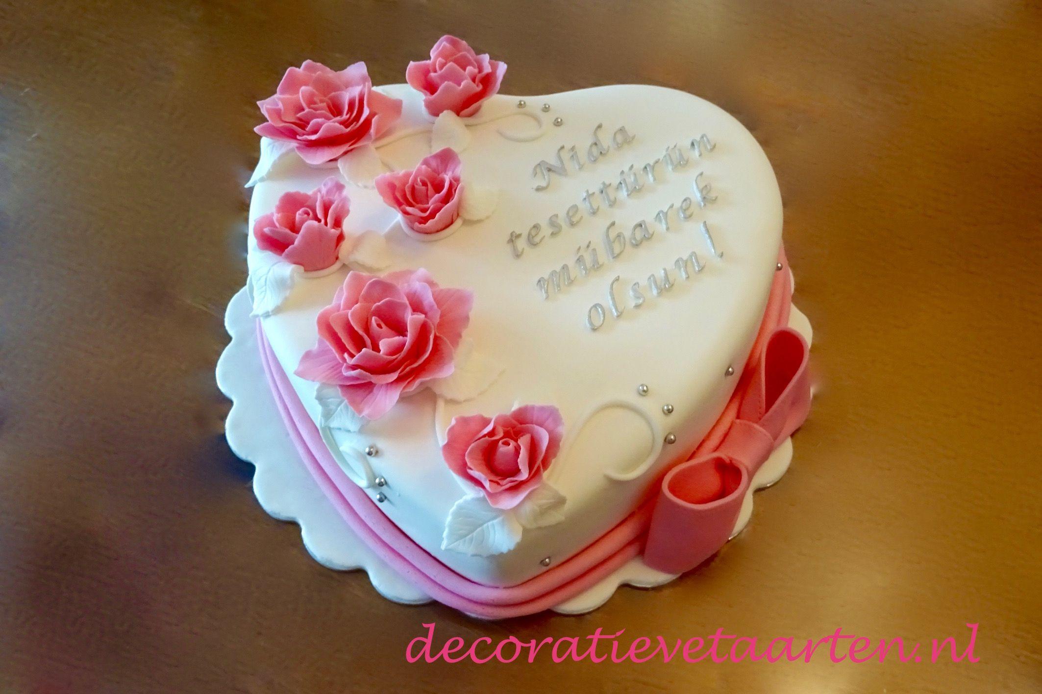 Taart 'Hart met roze roosjes 2'