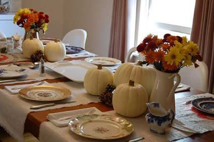 Thanksgiving Table Setting Ideas Great Way To Use Runners Pumpkin Centerpiecesthanksgiving