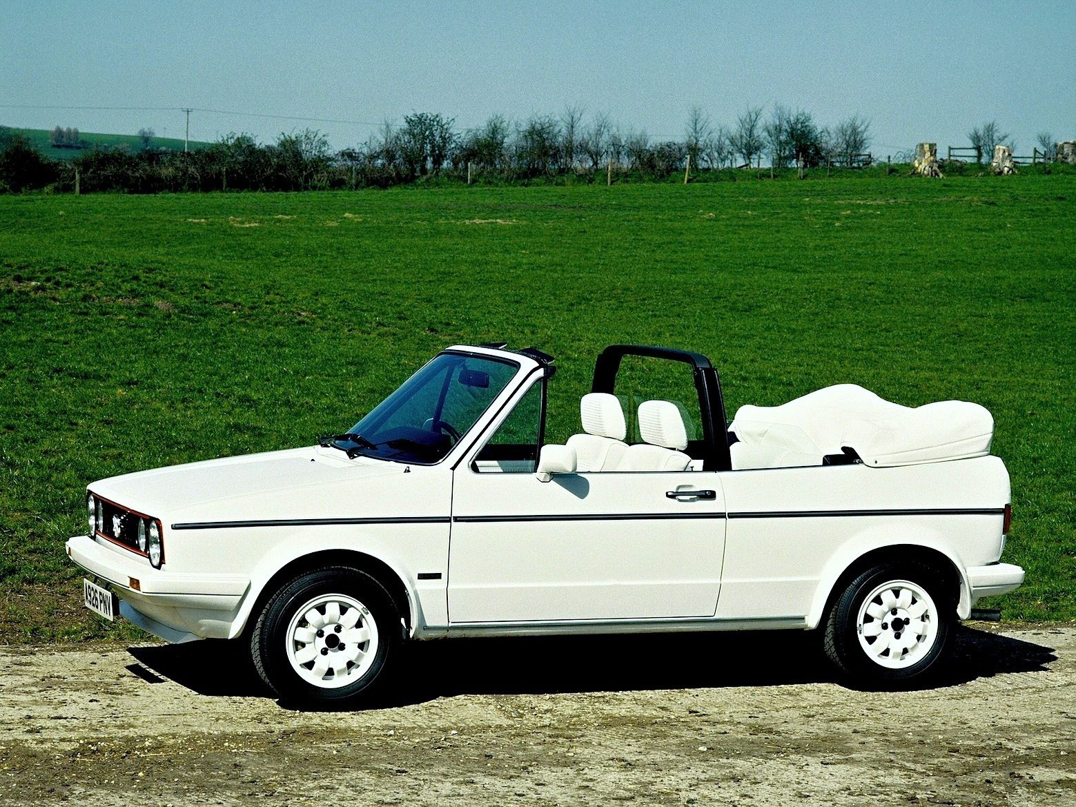 golf mk1 cabriolet white on white edition the white roof. Black Bedroom Furniture Sets. Home Design Ideas