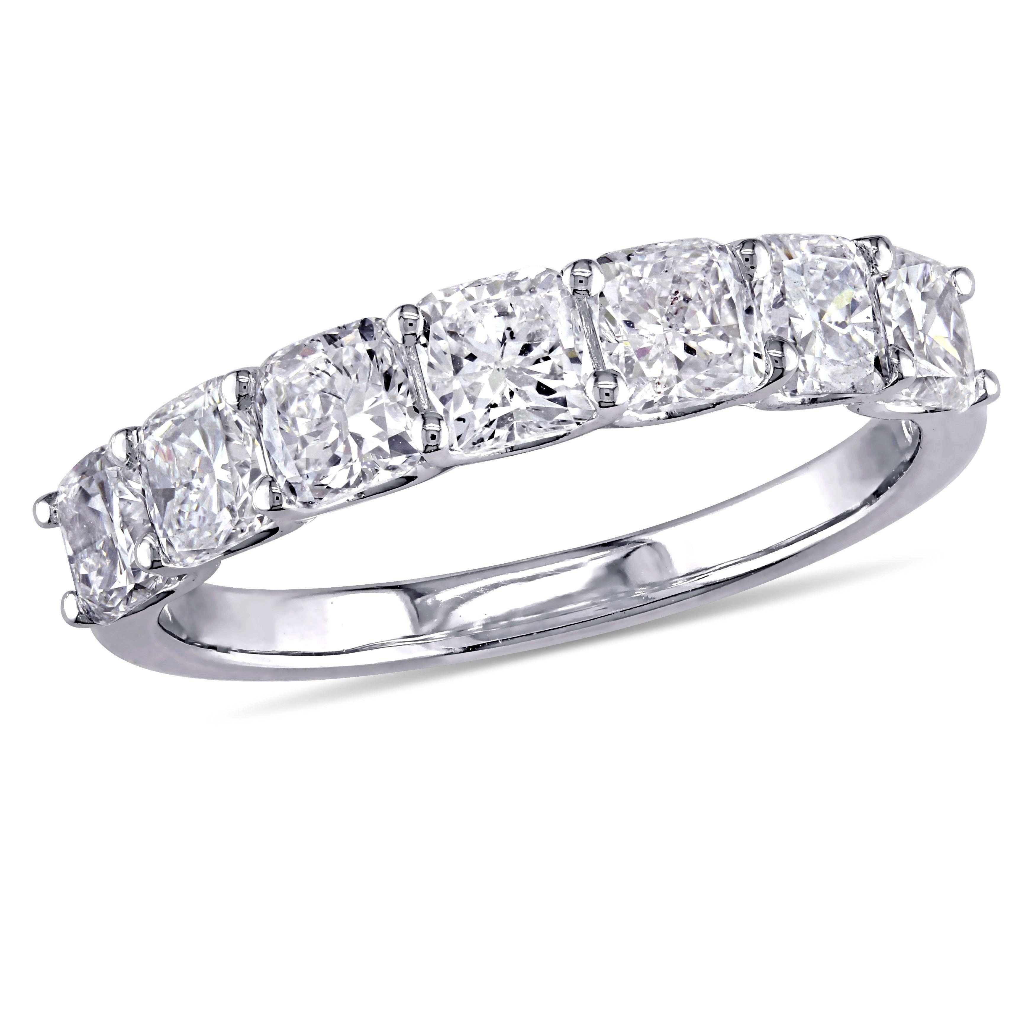 Elegant Leo Diamond Wedding Rings