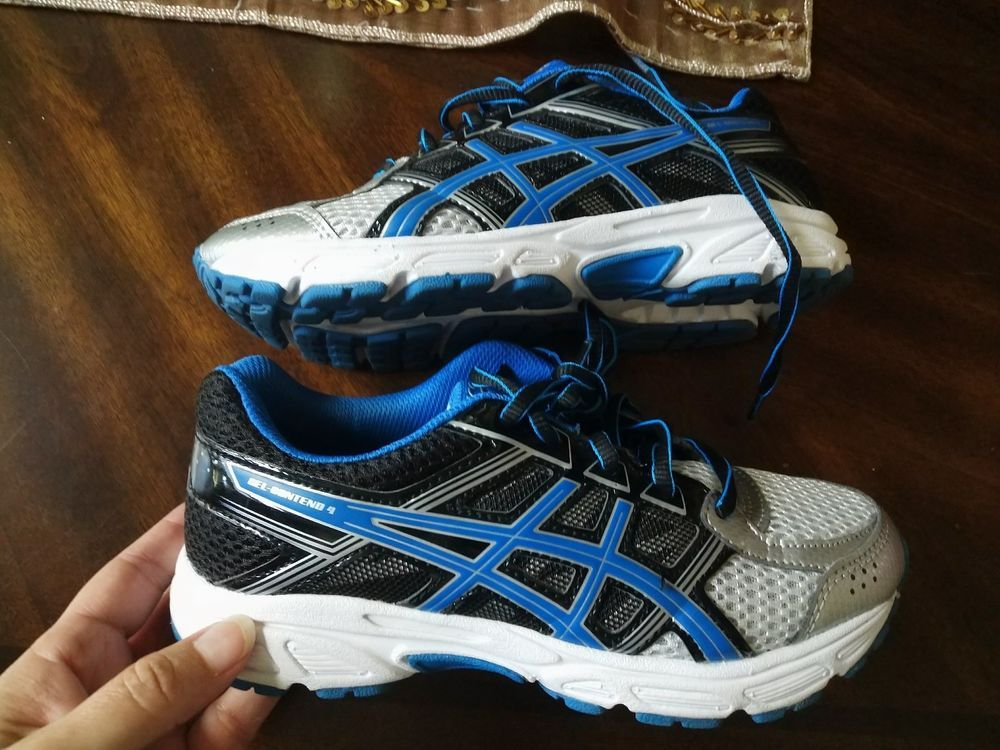boys size 3 Acics tennis shoes sneakers