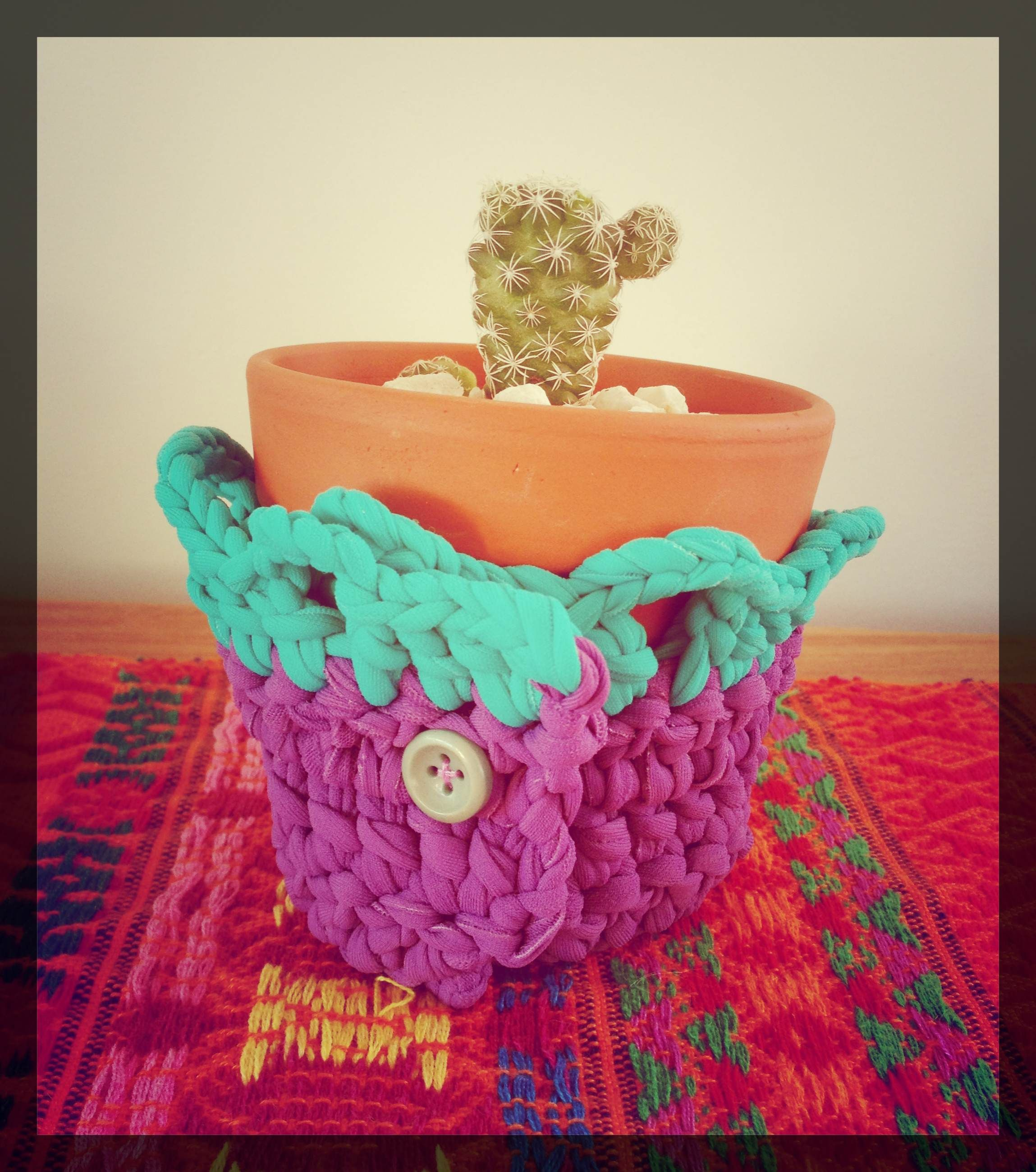 Macetas de barro con tejido en crochet juje - Macetones de barro ...