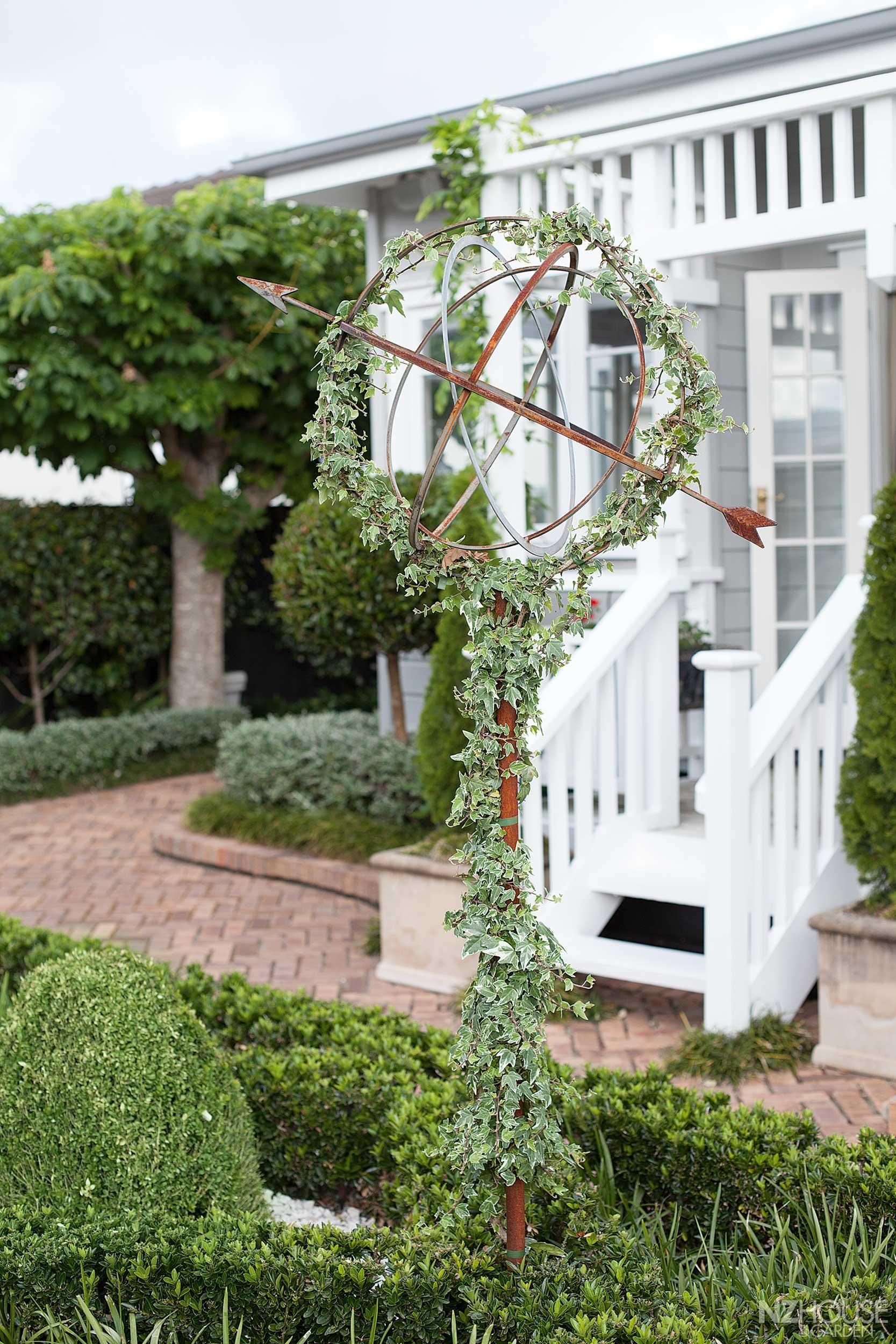 Tauranga Garden Takes Cue From Europe Nz House And Garden Landscape Decor Beautiful Gardens Garden Pottery