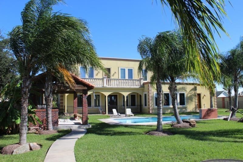 Villa Overlooks Palm Lake Vacation Villas Villa Galveston