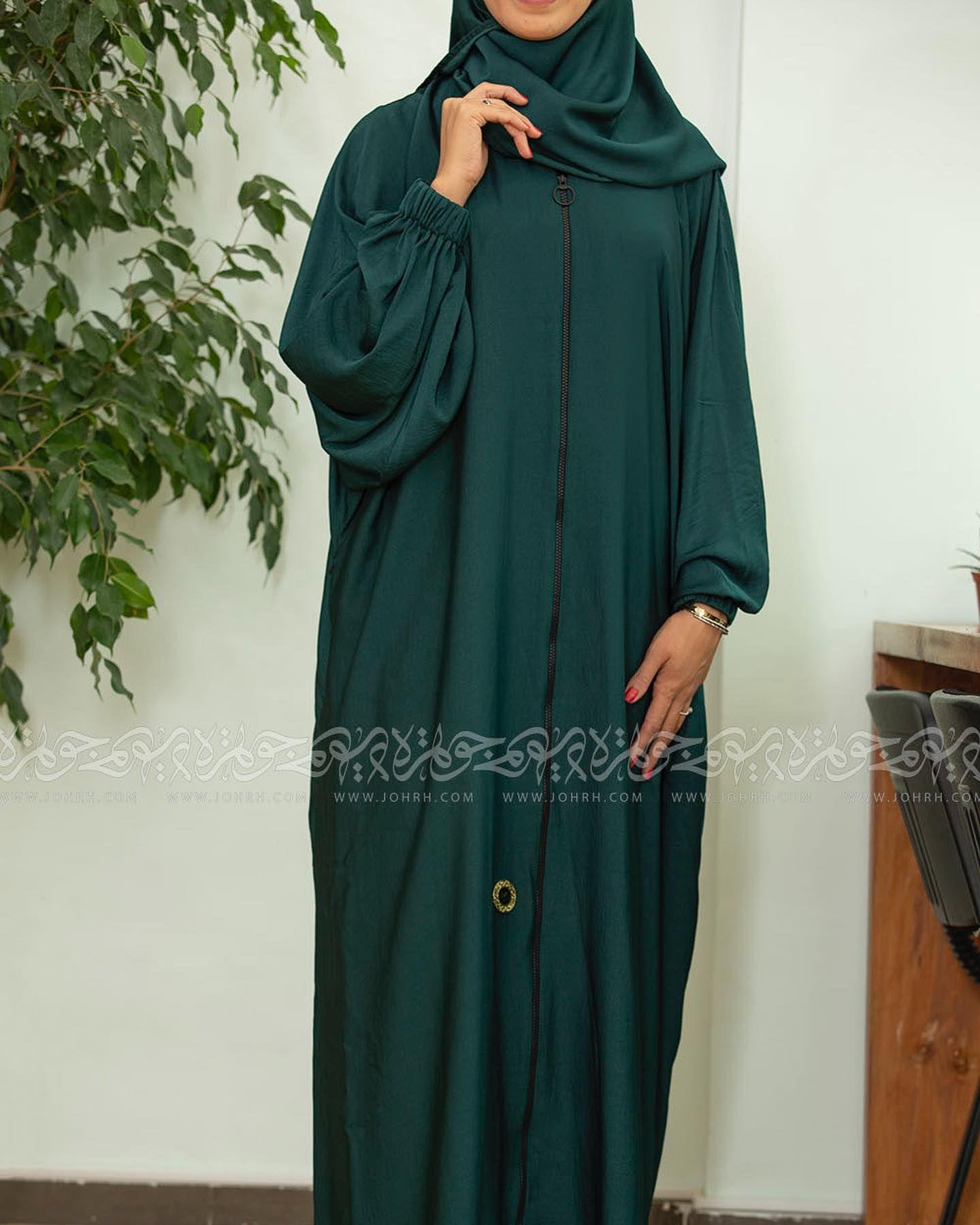 رقم الموديل ١٦٢٤ السعر ٢١٠ ريال عباية بكم زم من الحرير المغسول بلون اخضر غامق وجيب سحاب بطرحة مثبتة ومناسبة للحج عبايات متجر ج Maxi Dress Fashion Dresses
