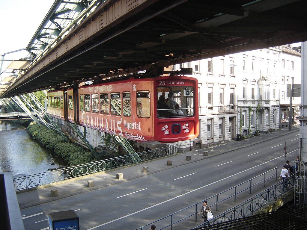 Wuppertal Schwebebahn Leaving Station Wuppertal Germany Train
