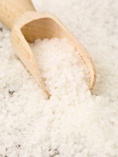 Epsom Salz - dieser Schatz der Natur ist ein richtiger Geheimtipp! Bei einem Bad mit Epsom Salz tust du viel für deine Gesundheit und dein Wohlbefinden. Lies hier, wie du dir ein wohltuendes Epsom Salz Bad machst