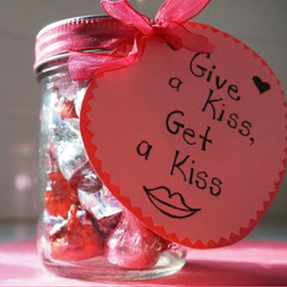 Give a Kiss, Get a Kiss Jar  | 30 easy Valentine's Day recipes, crafts and projects