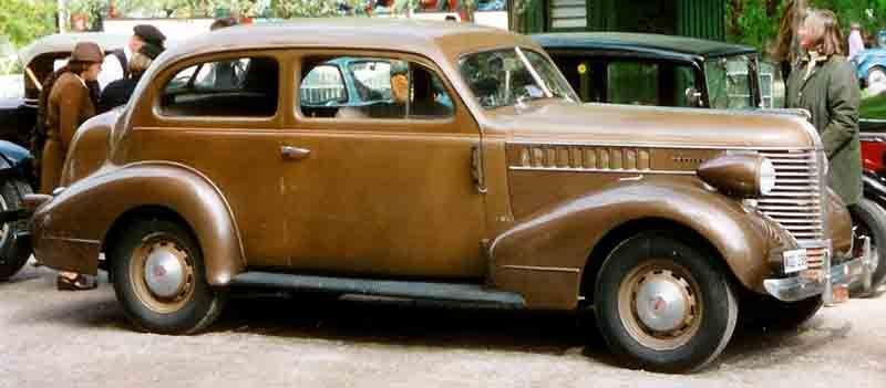 Pontiac De Luxe Door Sedan Pontiac Wikipedia The Free