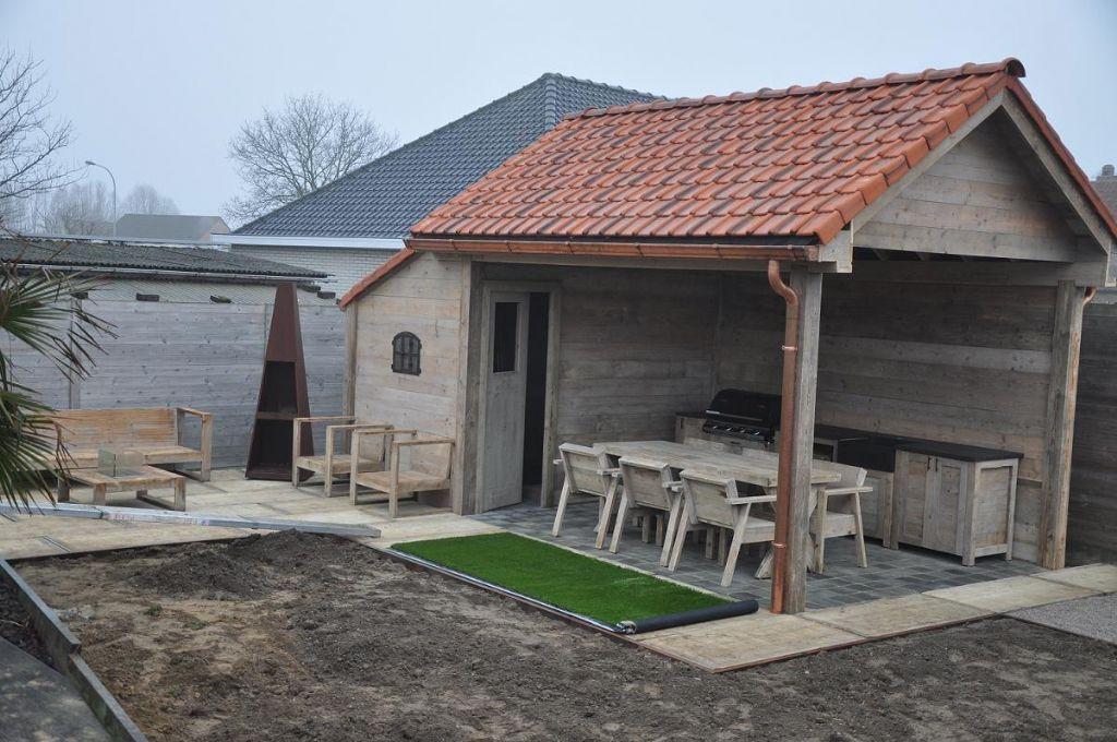 Tuinhuis met cottage dakpannen tuinhuizen prieelen afsluitingen tuinmeubelen en - Deco chalet hout ...