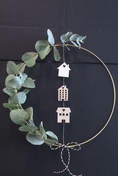 DIY – Machen Sie einen Kranz für die Tür: DIY: Goldener Türkranz für Weihnachten. Wie T…,  …